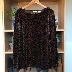 Oversized cheetah velvet top